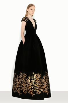 Andrew Gn Resort 2014 black velvet gown with gold embroidery Absolutely beautiful, especially on Juliana M at the golden globes