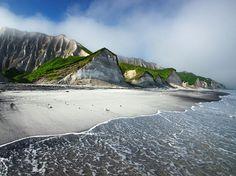 今日の写真 - 択捉島の白い崖(拡大写真) - ナショナルジオグラフィック 公式日本語サイト(ナショジオ)