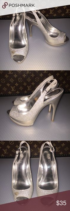 ACCEPTING OFFERS BAKERS Silver Glitter Heels Bakers silver glitter heels. Silver sparkly heels. Pumps. Super cute! Good worn condition. Very pretty and elegant like a pair princess shoes! Fairy tale inspired! Minor removable stain on the left foot as shown on the picture. Removable. Bundle for discounts. ⭐️Pls view my Closet About section for reviews and comments.⭐️ Bakers Shoes Heels