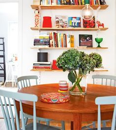dining round wood table light blue chairs wall shelves colorful - My-House-My-Home Round Wood Table, Oak Table, Decoracion Vintage Chic, Swedish Interiors, Dining Nook, Dining Table, Kitchen Colors, Apartment Living, Living Room
