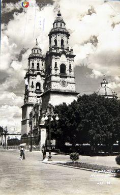 Fotos de Morelia, Michoacán, México: LA CATEDRAL Hacia 1945