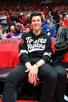 Shawn Mendes watches game 2 of the 2019 NBA finals at Scotiabank Arena in Toronto, Canada Mendes 98, Mendes Army, Maxon Schreave, Fangirl, Foto Gif, Bae, Shawn Mendes Wallpaper, Magcon, To My Future Husband