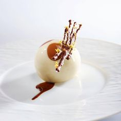 """64 mentions J'aime, 1 commentaires – Valrhona Asia-Pacific (@valrhona_asia_pacific) sur Instagram : «""""24 hours with Valrhona Chocolate""""   Ready to end this amazing day with Asolo Tiramisù as your…»"""