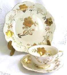 Gorgeous vintage teacup trio with a beautiful gold floral decoration on off white porcelain. It was made by Winterling, Bavaria, Germany, in the fifties It is in very good condition, no chips or cracks. A rare beauty for your collection! Please do not put it in the dishwasher! 74