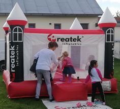 Custom made inflatables (branded bouncy castles, inflatable advertising moonwalks and branded inflatable slides) for a great variety of companies, advertising agencies, governments and sports clubs. Inflatable Slide, Logo Shapes, Bouncy Castle, Indoor Playground, Sports Clubs, Advertising Agency, Design Your Own, Playroom, Custom Design
