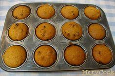 ΥΛΙΚΑ -1 κούπα σπορέλαιο -1 κούπα ζάχαρη -1 κούπα χυμό πορτοκαλιού -2 κουταλάκιαμπέικιν πάουντερ -1 κουταλάκι σόδα -3 κούπ... Greek Recipes, Muffin, Food And Drink, Cupcakes, Sweets, Vegan, Cookies, Breakfast, Mary