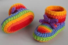 Baby Booties Pattern Lots of The Sweetest Idea Rainbow Crochet Booties Free PatternRainbow Crochet Booties Free Pattern Crochet Video, Love Crochet, Crochet For Kids, Knit Crochet, Crochet Hats, Rainbow Crochet, Crochet Toddler, Crochet Beanie, Crochet Baby Booties