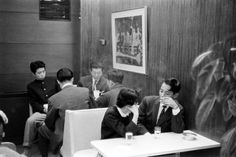 See Photos of Love and Courtship in 1950s Japan (Eliza Berman, Time, 13 February 2015)