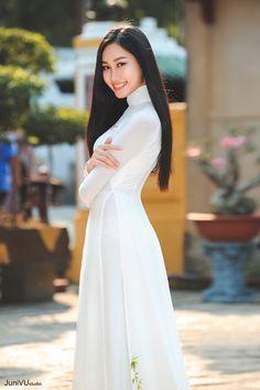 Vietnamese Traditional Dress, Traditional Dresses, Asian Woman, Asian Girl, Asian Ladies, Asian Fashion, Women's Fashion, Vietnam Girl, Beautiful Asian Women
