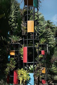 <strong>GREEN ACRES</strong> | Metal sculptures at the Sítio Roberto Burle Marx