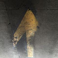 #Oakland #arrow #up #cement #concrete #asphaltart #lineart #urban #urbanart #urbanarcheology #pavement #hardscape #streetart #modern #modernist #accidentalart #abstractart #abstract #art #lookdown #unintentionalart #unexpectedart #crosswalk #minimalist #minimal #intersection #asphaltography #roadart #streetmarkings #parkinglot