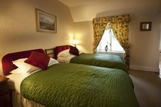 Rose Cottage, twin bedroom (two single beds) with luxury en-suite.