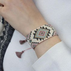Krosno – wzór na bransoletkę Yellow Pastel Bead Loom Bracelets, Beaded Bracelet Patterns, Woven Bracelets, Bead Loom Designs, Bead Loom Patterns, Beading Patterns, Vintage Jewelry Crafts, Diy Jewelry, Jewelry Making