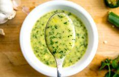 Aderezo de cilantro y lima - Adelgazar en casa Salad Recipes Healthy Lunch, Salad Recipes Video, Salad Recipes For Dinner, Cilantro Dressing, Salad Dressing, Lime Dressing, Quinoa Avocado Salad, Food For A Crowd, I Foods