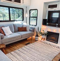 Tiny House Living, Rv Living, Home And Living, Camper Life, Rv Life, Rv Homes, Trailer Decor, Van Home, Rv Interior
