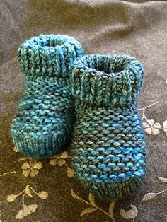 These booties are so cute--and the pattern is free on Ravelry! Great way to use small bits of worsted weight yarn...