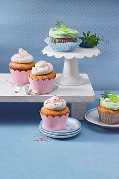 Zitronen - Cupcakes mit Waldmeister - Frischkäse - Creme, perfekt für den Frühling