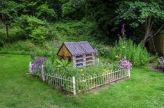 Weed gardens for wildlife: creating a weed garden - Garden Art Sculptures Garden Weeds, Garden Compost, Water Garden, Garden Yard Ideas, Garden Art, Amazing Gardens, Beautiful Gardens, Organic Weed Control, Lilac Bushes