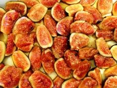 Figs in Amaro and honey ready to be braised in the oven. Fresh Figs, Zucchini, Oven, Vegetables, Cooking, Food, Kitchen, Vegetable Recipes, Eten
