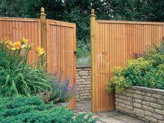 Garten Eingang gestalten Holztor Pflanzen