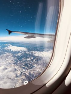 Travel aesthetic, aesthetic photo, how to be aesthetic, airplane window, airplane view Sky Aesthetic, Travel Aesthetic, Aesthetic Photo, Airplane Window, Airplane View, Airplane Photography, Travel Photography, Travel Goals, Travel Plane
