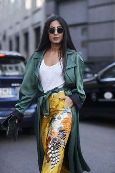 The Best Street Style at Milan Fashion Week Spring 2018 - Outfit ideen Fashion Mode, Fast Fashion, Fashion 2018, Modest Fashion, Look Fashion, Spring Fashion, Fashion Trends, Feminine Fashion, Womens Fashion