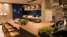 arq Juliana Pippi - a sala do marido gourmet-composta de um amplo living com cozinha integrada - Casa Cor SC