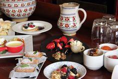 Beautiful jugs and bowls from Nicholas Mosse on our own breakfast buffet Irish Pottery, Breakfast Buffet, Pottery Making, Bowls, Ireland, House Ideas, Entertaining, Glass, Beautiful