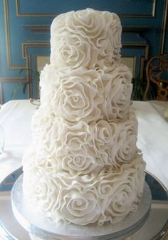 Beautiful Wedding Cake, do you think a wedding cake should be white? or should there be color?