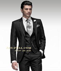 jas pernikahan pria murah ini berwarna hitam memiliki desain unik dengan motif garis kecil-kecil harganya murah meriah dijual online di Kota Solo & sekitar