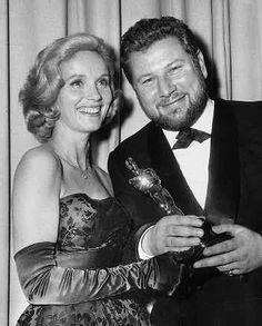 """Peter Ustinov - Best Supporting Actor Oscar for """"Spartacus'' 1960, presented by Eva Marie Saint"""