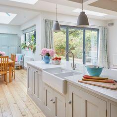 Open Plan Kitchen Living Room, Kitchen Dining Living, New Kitchen, Shaker Kitchen, Awesome Kitchen, Kitchen Reno, Kitchen Layout, Kitchen Island, Diy Kitchen Remodel