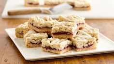 Raspberry White Chocolate Cookie Bars, tangy jam and sweet white chocolate are the perfect combination for these ultra-easy cookie bars. Raspberry White Chocolate Cookies, Chocolate Cookie Bars, Cookie Brownie Bars, Cookie Desserts, Easy Desserts, Cookie Recipes, Delicious Desserts, Dessert Recipes, Delicious Cookies