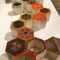Rut Bryk mikä mahtava keramiikkataiteilija ja mikä kehityskaari näyttelyssä. Vielä ehdit 4.9. asti. #rutbryk #keramiikka #keramiikkataide #emmamuseum #weegee #espoo #futuremarja