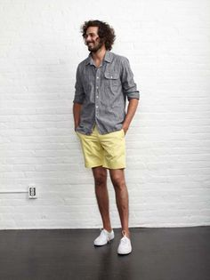 Good everyday outfit. Nice color shorts.