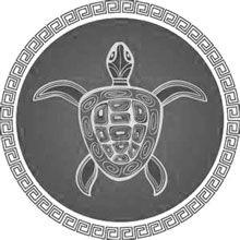 Dans de nombreuses légendes du folklore Amérindien, la tortue est créditée pour sauver toute l'humanité du Déluge. Elle en est venue à représenter Maka, la Terre Mère immortelle qui porte tranquillement sur son dos le lourd fardeau de l'humanité. Les Amérindiens croient que la tortue soignera et protégera l'humanité si elle soigne et  protège la Terre-Mère.