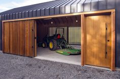 Gallery of Elk Valley Tractor Shed / FIELDWORK Design & Architecture - 3