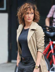 Midi. El cabello rizado que Jennifer Lopez luce para una nueva película.