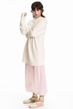 Sweter z półgolfem: Prosty sweter z grubej dzianiny z domieszką wiskozy…