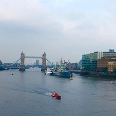 Overlooking the Tower Bridge on a cloudy day City Of London, Tower Bridge London, Cloudy Day, Great Britain, San Francisco Skyline, Backpacking, New York Skyline, World, Travel