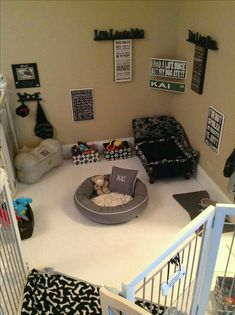 Why is using a dog house a good idea? Most people tend to have the misconception that dog houses are meant for only those dog owners who intend to keep their dogs outside. Animal Room, Diy Pour Chien, Dog Bedroom, Bedroom Furniture, Dog Furniture, Master Bedroom, Puppy Room, Dog Spaces, Small Spaces