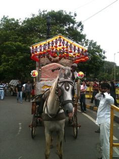 Love and Marriage, Love and Marriage . They go together like a Horse and Carriage, Mumbai, India India Wedding, Indian People, Horse Carriage, Places Of Interest, Where The Heart Is, India Travel, Incredible India, Pilgrimage, Love And Marriage