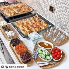 #Repost @saliha_sultan_ (@get_repost) ・・・ Hayırlı akşamlar canlarımmm dünden kalan açmaların fazlasını buzluğa attım hafta içi kahvaltı yapamayınca çok iyi oluyor ☺️siz de koşun koşun yapın tarifini buraya da yazacağım videolu izlemek isterseniz @saliha_sultann hesabıma ekledim tarifi kaydetmeyi unutmayın . . PAMUK AÇMA❤️ . Malzemeler: . 2 su bardağı ılık süt 1 su bardağı ılık su 1 su bardağı sıvı yağ 1 pk yaş maya 1 yemek kaşığı şeker 1.5 tatlı kaşığı ...