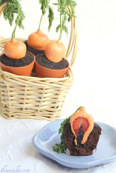 Adorable cupcakes look like carrots growing out of a mini flower pot, but in fact it's a chocolate cupcake covered with Oreo dirt and a chocolate-covered strawberry masquerading as the carrot! Adorbs!
