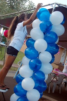 Balloon Columns – Decorations – Sweet-Art Designs… Creative ideas from the heart! Graduation Balloons, Graduation Decorations, Balloon Decorations, Graduation Ideas, Graduation 2016, Blue Party Decorations, Balloon Ideas, Party Centerpieces, Graduation Gifts