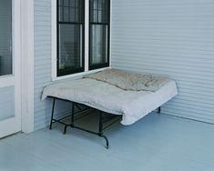 Alec Soth , Charles Lindbergh's boyhood bed, Little Falls, Minnesota 1999