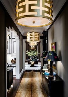 Based in Toronto and working for jet-setters around the planet, Lori Morris is recognized as one of the best interior designers. Discover her design projects! Luxury Home Decor, Luxury Interior Design, Best Interior, Interior Design Kitchen, Luxury Homes, Interior Decorating, Home Design, Design Entrée, Deco Design