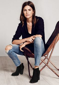 Black t-shirt + blue skinny denim + Jeffrey Campbell booties + Knomo