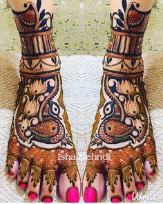 64 Latest Peacock Mehndi Design to try in 2018 for hands and feet - Wedandbeyond Peacock Mehndi Designs, Mehndi Designs Feet, Modern Mehndi Designs, Wedding Mehndi Designs, Mehndi Design Pictures, Beautiful Henna Designs, Beautiful Mehndi, Peacock Design, Leg Mehendi Design