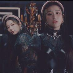 Red Velvet Seulgi, Red Velvet Irene, South Korean Girls, Korean Girl Groups, Cool Girl, My Girl, Sm Rookies, Velvet Fashion, Korean Star